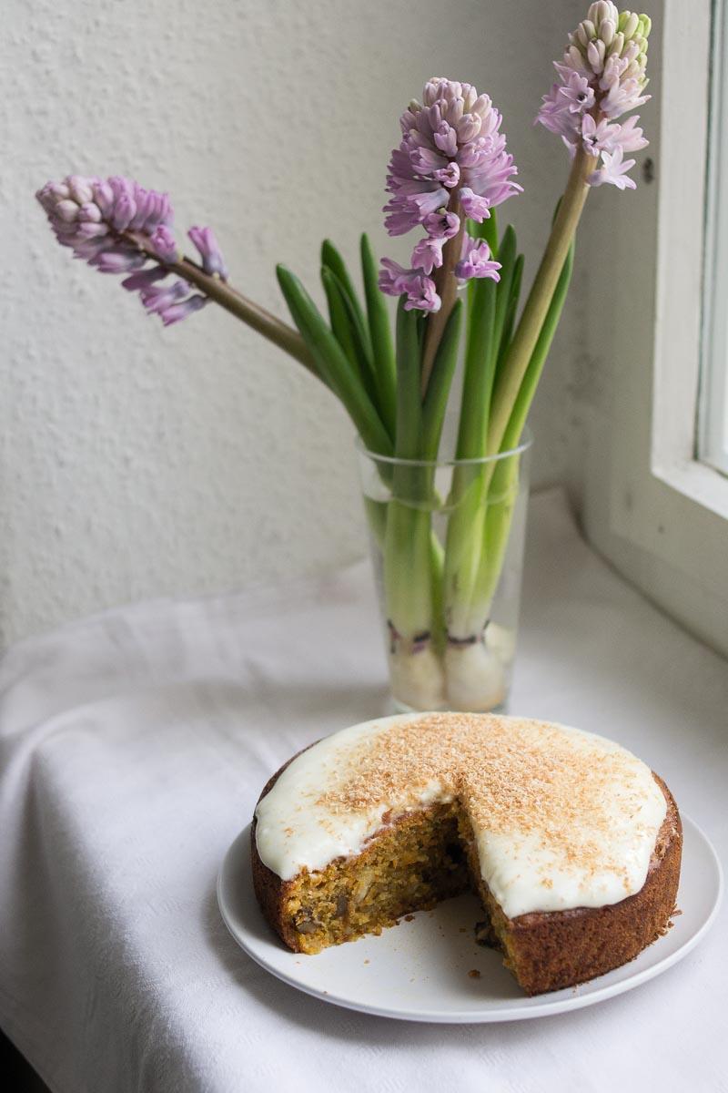 Möhrenkuchen mit Kokosraspeln